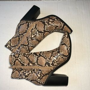 Fashion Nova Kady-2 Snakeskin Ankle Boots SZ 9